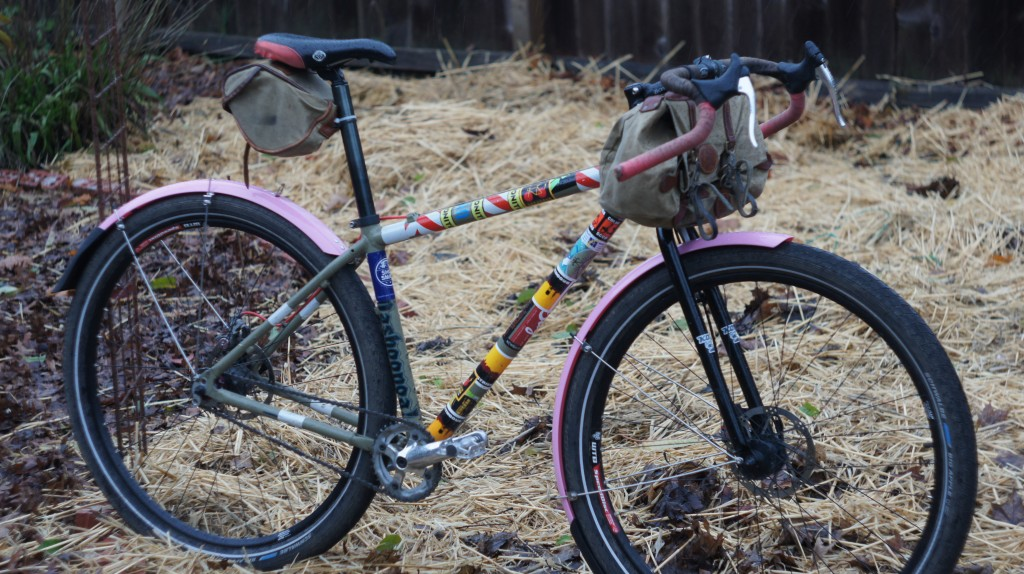 gravel roadster with new pink Cascadia fenders. Also some hay.