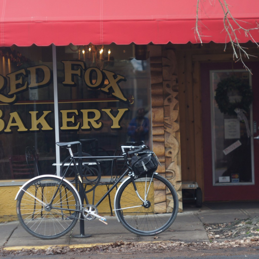ross fixie in front of Red Fox Bakery